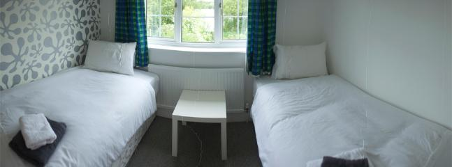 Bedroom - Spacious 3rd Twin Bedroom overlooking back garden and lake