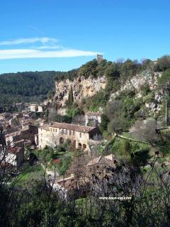 Picturesque Cotignac, 10 minutes drive away