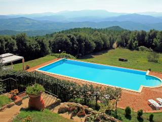 Hilltop Tuscan villa situated between Siena and Pisa, stunning views, geogeous pool and garden, sleeps 12, Volterra