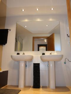 His and Hers sinks in the En-Suite bathroom with bath