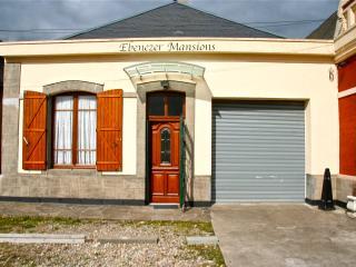 Emmanuelle Mansions, Aumale