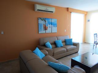 F4-12C,3 bedroom, 3 bathroom  two level penthouse, El Farallon del Chiru