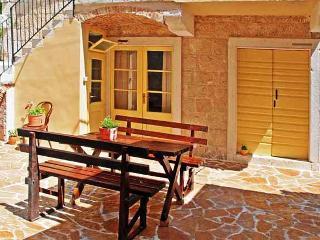 Villa Sunny Courtyard, Vis