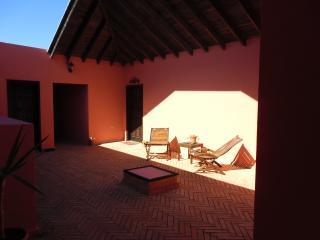 Patio interior acceso a casita El Aljibe y La Destiladera