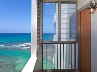 Seabreeze Suite/ Ocean Views in Gold Coast, Honolulu