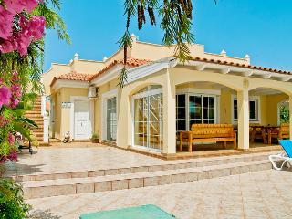 Villa Amarillo, Caleta de Fuste