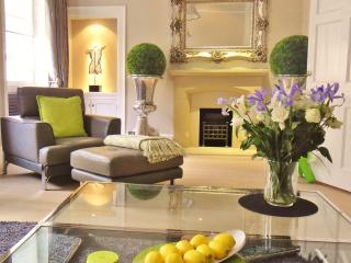 STUNNING LUXURY GEORGIAN 3 BEDROOM TOWNHOUSE - CENTRAL BATH