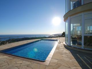 Villa Dali - stunning villa with sea views, Lloret de Mar