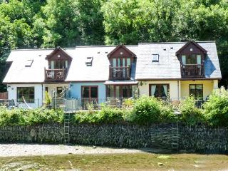 WATERSIDE COTTAGE, en-suite bathrooms, garden overlooking river, patio with furn