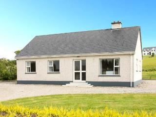 MOUNTAIN VIEW, single storey, open fire, garden, en-suites, Ardara Ref 18747
