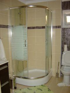 En-Suite Bathroom Both the same for K5 & M2