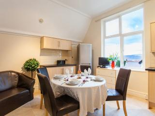 ORMES HEY APARTMENTS LLANDUDNO. IDEALLY LOCATED, Llandudno