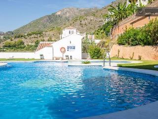 Apartamento nuevo con gran piscina en Frigiliana