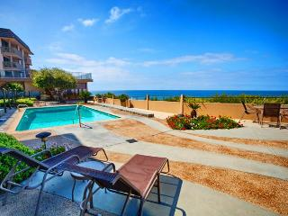 Spacious ocean front condo with breathtaking white water views, Solana Beach