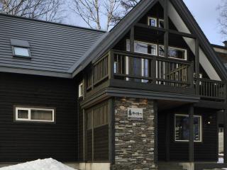 Karamatsu, 4BR cozy Niseko chalet, walkable to ski, Niseko-cho