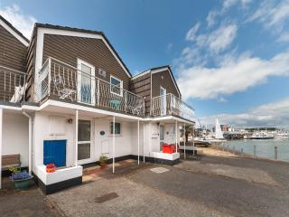 Waterfront Property - Aisla Cottage, Sea Views East Cowes: easy walk from ferry