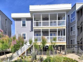 Happy House 2 - Direct Oceanfront in N. OCMD!