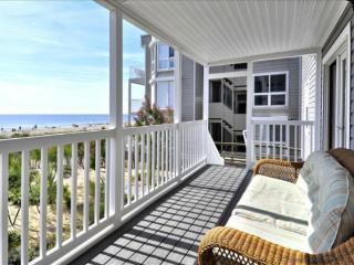 Happy House 1 - Direct Oceanfront in N. OCMD!