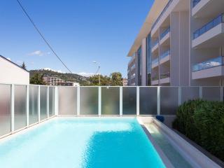 Cannes, au bord de mer, résidence avec piscine