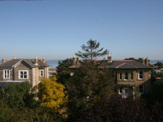 Amazing top floor apartment on a lovely street, with sea views and WiFi, parking