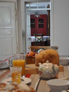 Petit-déjeuner dans la salle à manger