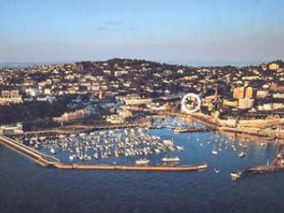 Great location by harbour - 2 bed (9), Torquay