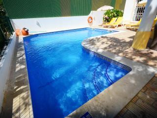 Holiday Villa in Guia Private Pool/ Wifi/ Air/con