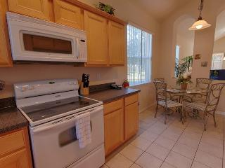 Fully equipped kitchen incl Ice Machine and Nook area for informal dining