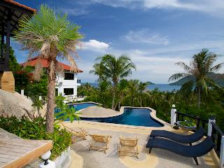 VillaSeaViewGarden, Koh Tao, pool and oceanview villa divided into 3 apartments.