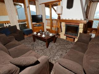Chalet Le Grizzly sleeps 10p and is in the ski in/ski out Bellecote chalet park, Vallandry
