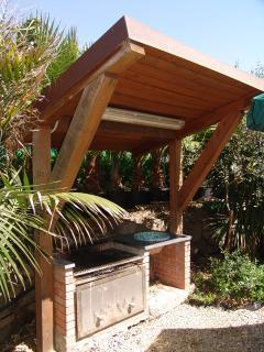 A disposizione dei nostri ospiti anche un barbecue per grigliate indimenticabili