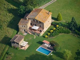 Spacious property with views of the Pyrenees