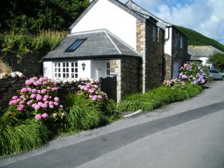 The Old Store House, The Harbour, Boscastle Cornwall PL35 0AG