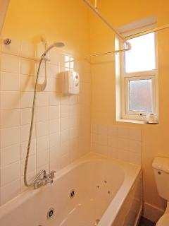Bathroom with wc, sink, bath and shower over bath
