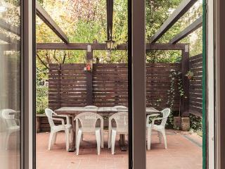 COSY APARTMENT WITH GARDEN, Bologna