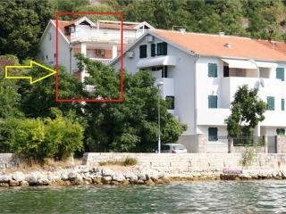 Kotorska apartment near the sea