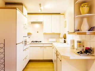 Fully equipped kitchen with dishwasher, washer/dryer, microwave, fridge/freezer