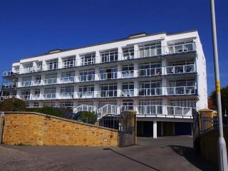 Flat 8 Golden Gates BH13 7QN, Bournemouth