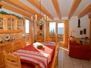 Le Bleuet - 8-10p ski chalet with games room, huge terrace and stunning views, Vallandry