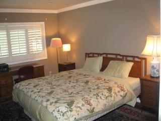 Be my guest in my guest room and private bath, South Pasadena