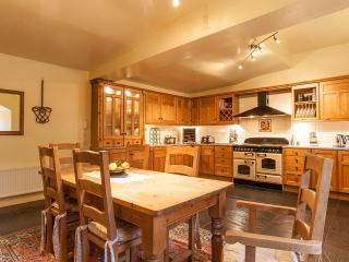 Dining area in the huge kitchen, with tv, games, wifi, telephone....fabulous!