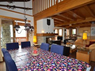 La Couronne is a spacious ski chalet that sleeps 10p over 3 floors, Vallandry