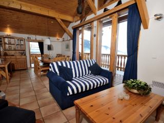Chalet Longue Vue is a homely ski chalet with wonderful views and large terrace
