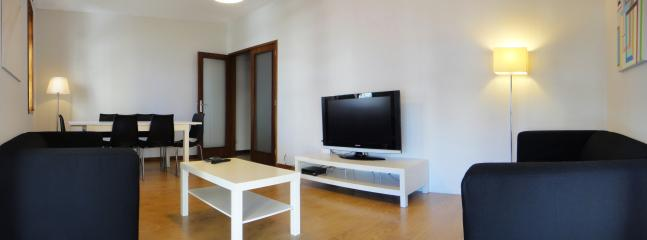 Spacious and bright living area with flat screen TV
