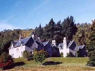 Stunning Victorian House in tranquil, secluded Highland Cairngorm location., Kingussie