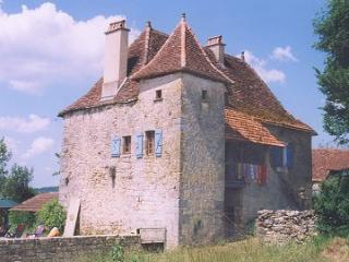 The house with pigeonnier and bolet