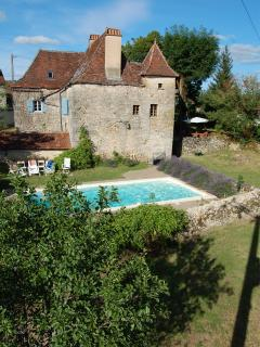 Maison Lafeuille with south-facing pool