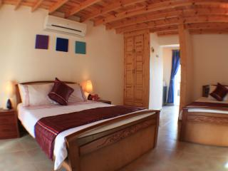 The Lagoon Villa Seahorse Apartment sleeps 1 to 3 (double bed and single bed) - baby cot available