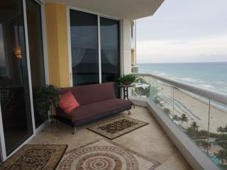 LUXURIOUS 3 BEDROOMS IN ACQUALINA SUNNY ISLES BEAC, Sunny Isles Beach