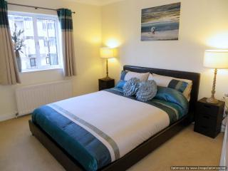 Main bedroom with 5ft (1.5m) bed